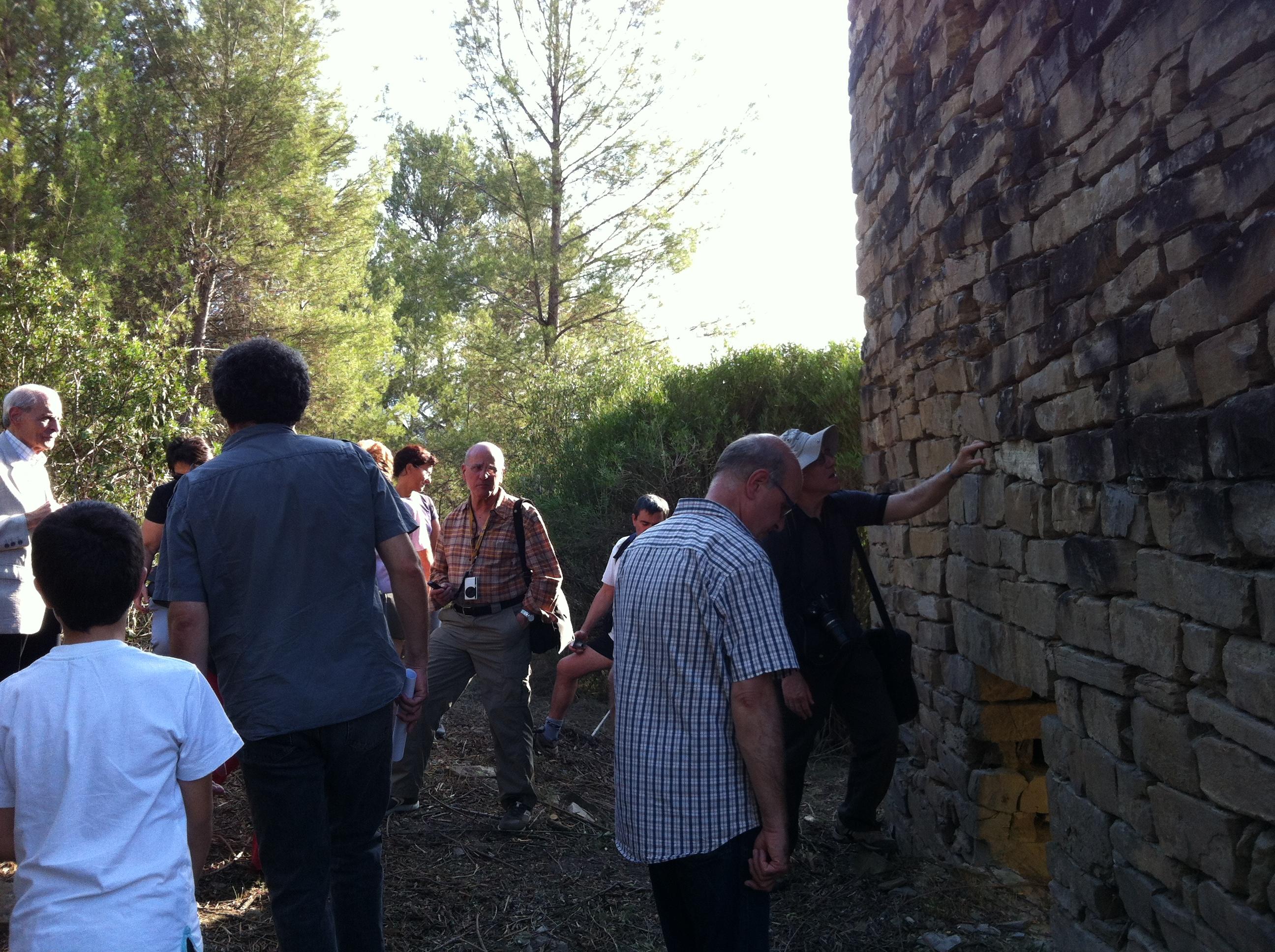 Visitants a la torre medieval dels Comtals. Foto: CEBages