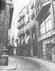Carrer Sobrerroca, cantonada amb el passatge dels Amics. Fotografia: Ricard Fayos.