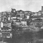 Panoràmica de la ciutat de Manresa del riu Cardener. A primer terme podem observar l'adoberia Buxó-Horta i al darrere la fàbrica vella de Miquel Cots i l'escorxador.