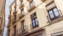 Imatge de la Fonda Sant Antoni. A l'esquerra l'edifici del Ajuntament de Manresa. Fotografia: Francesc Rubí