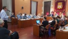 Enric Badia defensant la concessió del títol de Manresà Il·lustre a Josep M. Planes. Fotografia: Col·legi de Periodistes