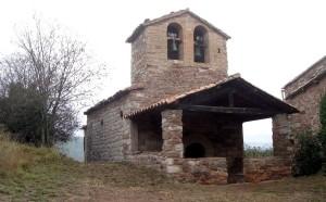Santa Maria de Viladelleva és una església rural d'una sola nau, originària del segle XI. Fotografia: Diputació de Barcelona.