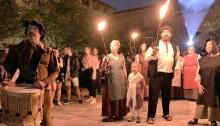 Voluntaris recreant l'execució de tres bruixes a la Plaça Gran de Santpedor FOTO.AJUNTAMENT DE SANTPEDOR